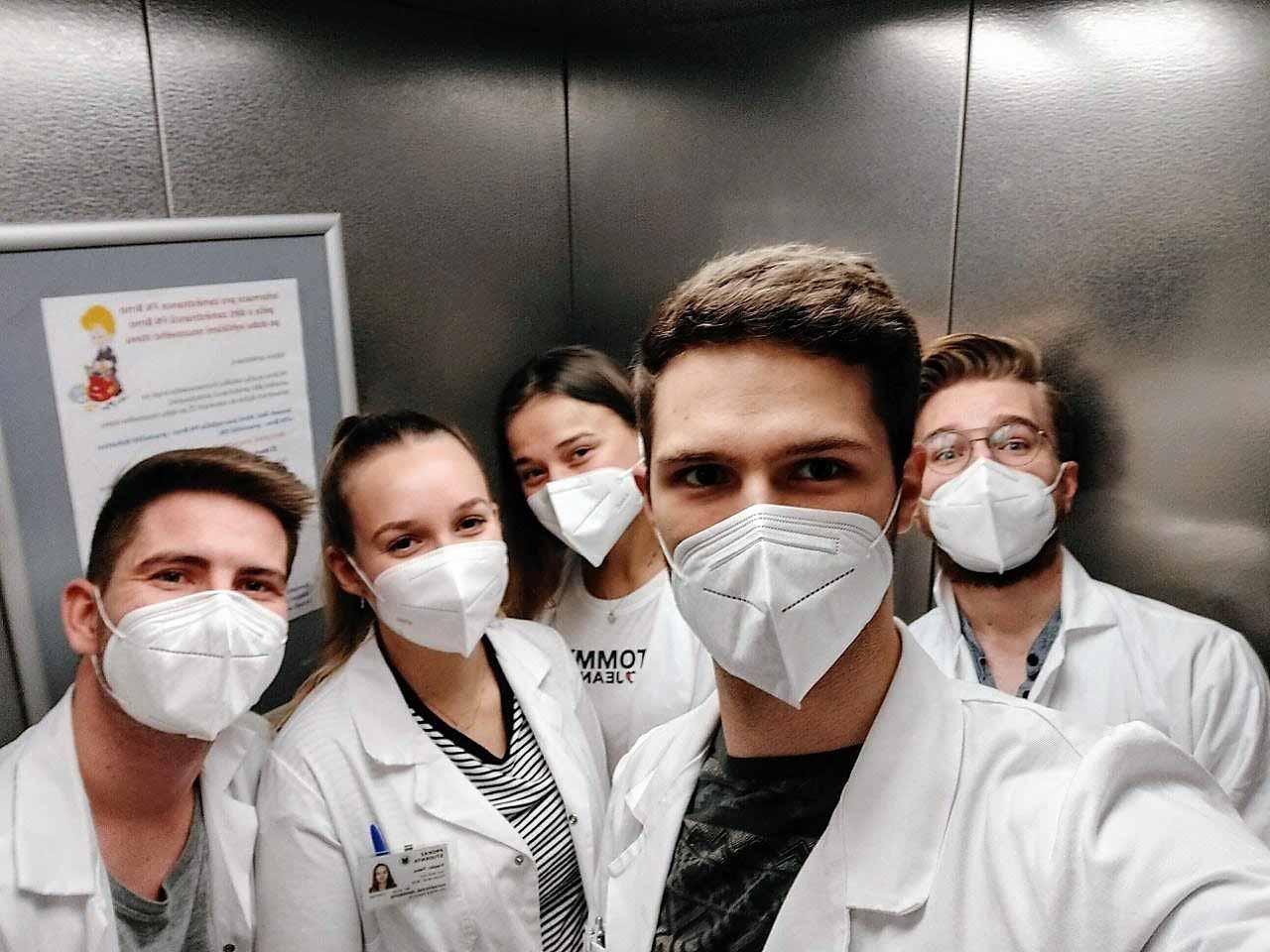 David und seine Kommilitonen in der Klinik in Brünn